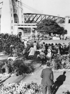 Official opening of the Indooroopilly Toll Bridge Brisbane 1936, crowd shot