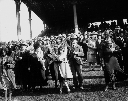 Crowd attending the races at Brisbane 1932