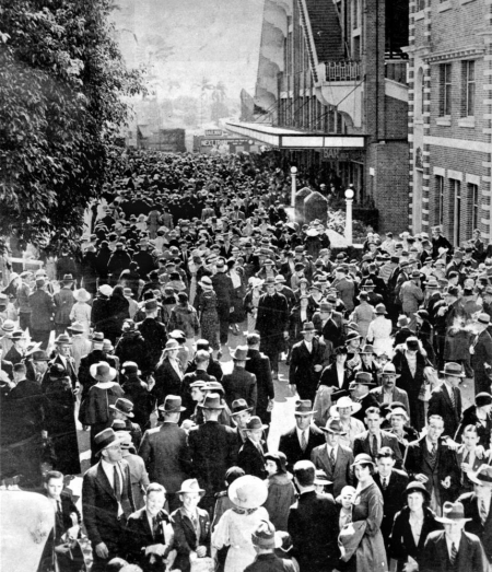 Milling crowds at the Brisbane Exhibition August 1935